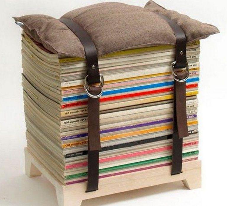 Много журналов, а макулатуру уже не принимают? Есть решение! Пуфик из старых журналов, подушки и двух ремней - образец минимализма и практичности.