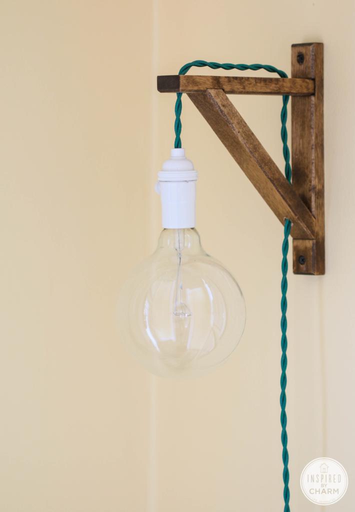 """Светильник бра """"Виселица"""" - оригинальный настенный светильник из экологического дерева и повышенной пожаробезопасностью."""