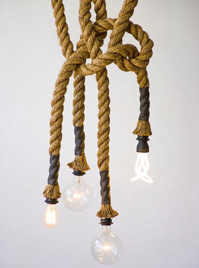 вторский подвесной светильник смотрится интересно и необычно. Нынче дизайнеры оригинальны в своих затеях и создают не просто светильники на тросах. Они делают произведения искусства — изысканные, смелые и яркие. Хотите самобытности в интерьере? Светильники на тросах помогут разнообразить обстановку.