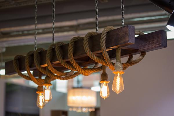 Ниже представлены некоторые виды канатных светильников, которые мы изготавливаем по индивидуальным заказам, но мы готовы воплотить в жизнь любой Ваш проект.  Ваша фантазия + наш опыт = Экслюзив отличного качества !