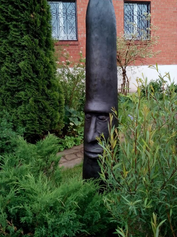 """Скульптура """"ИДОЛ"""" - оригинальное изделие из бетона и гипса может использоваться как и в садово-ландшафтном дизайне, так и как отдельный предмет для интерьера помещений.  Многие верят, что такой страж убережет Ваше желище от напастей и бед."""