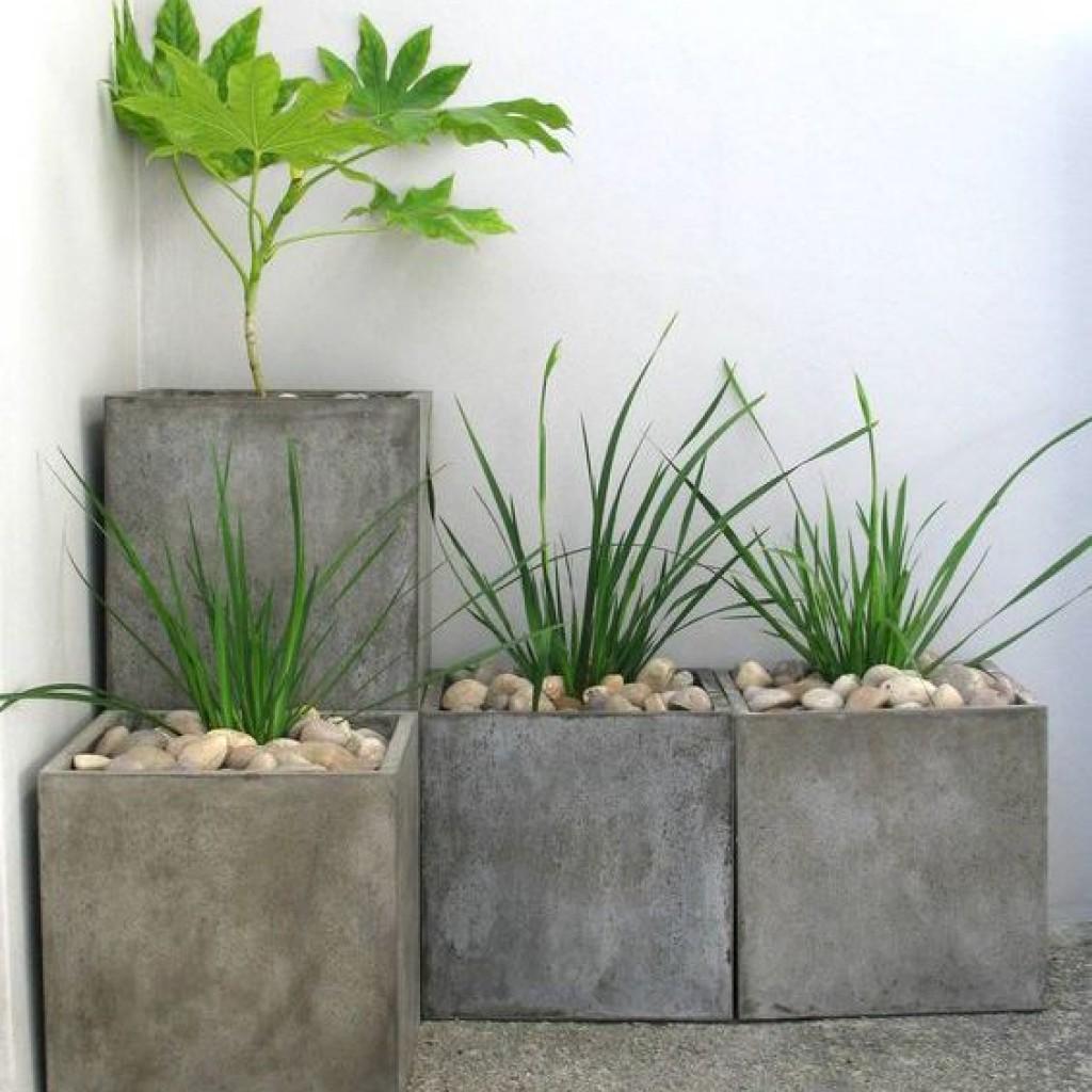 Кашпо цветочное из бетона колоновидное