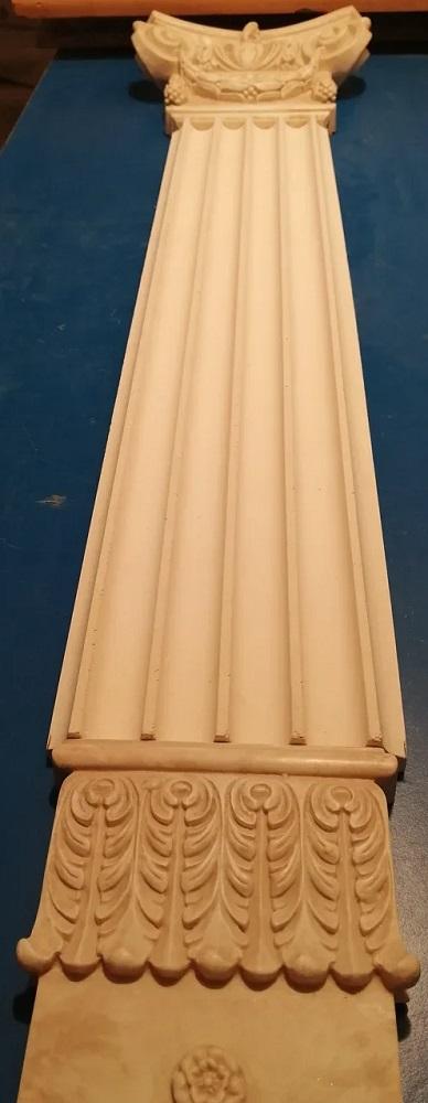 Данная панель прекрасно смотрится в виде законченной колонны с капителью на вершине и основанием внизу.