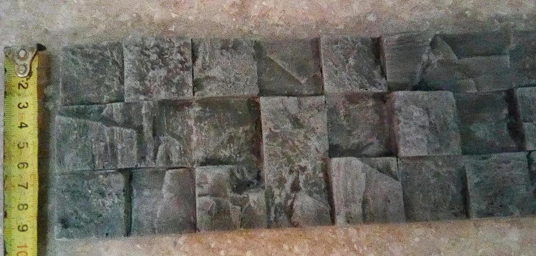"""3D плитка""""PicsStone"""" обладает внушительными габаритами, чаще всего ее изготавливают из гипса, чтобы облегчить нагрузку на стену иупростить монтаж."""