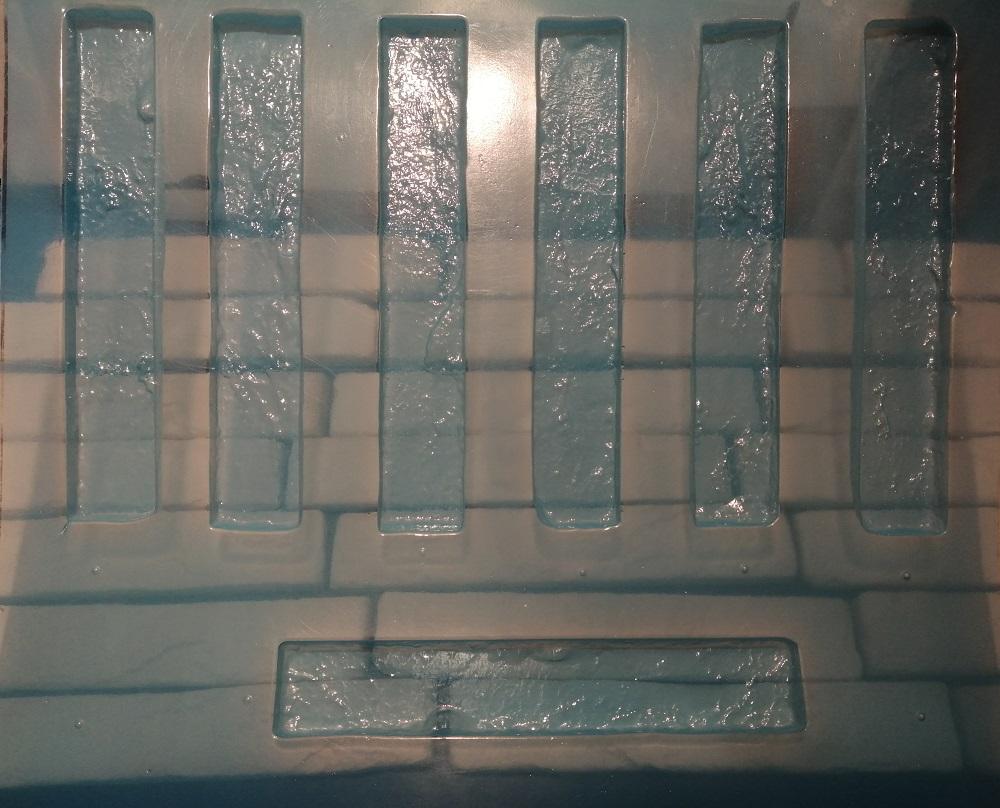 Форма из пластика содержит 8 элементов и стоимость такой формы составляет - 1200 рублей.