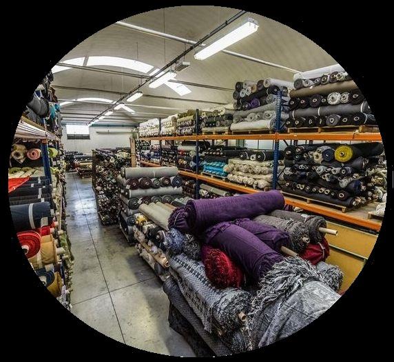 Мы работаем в крупнейшими поставщиками отечественных и импортных обивочных тканей, поэтому можем предложить большой выбор фактуры и расцветки.