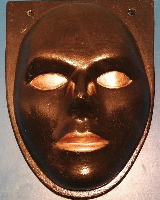 Гипсовые маски в ассортименте под покраску и окрашенные