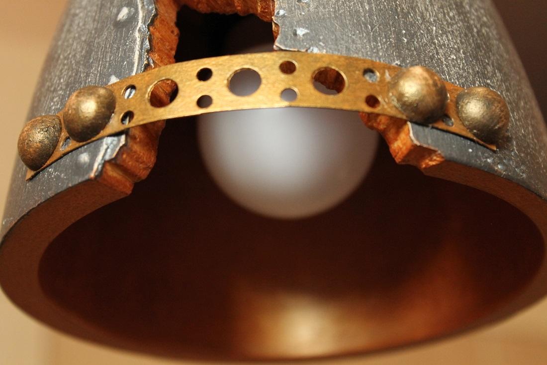 """Вариант светильника """"Заклепка"""" со сколотым элементом и декоративны ободом"""